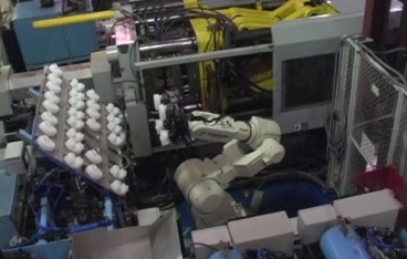 6 axis robot automation and injection molding