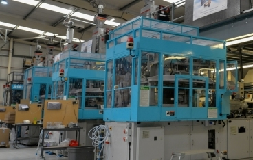Vacuum drying for injection stretch blow molding toolmaker