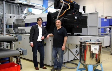Hybrid technology from WITTMANN BATTENFELD for production of high-precision optical parts