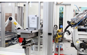 Robots enable efficiency in the injection molding of plastics at Gebrüder Schwarz GmbH