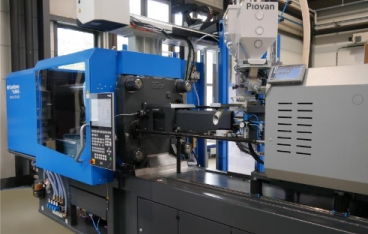 Injection moulding system solution from a single supplier